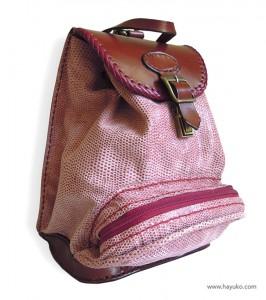 Mochila-rosa-con-bolsillo